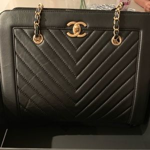 Large Shopping 30cm Chanel bag in black!